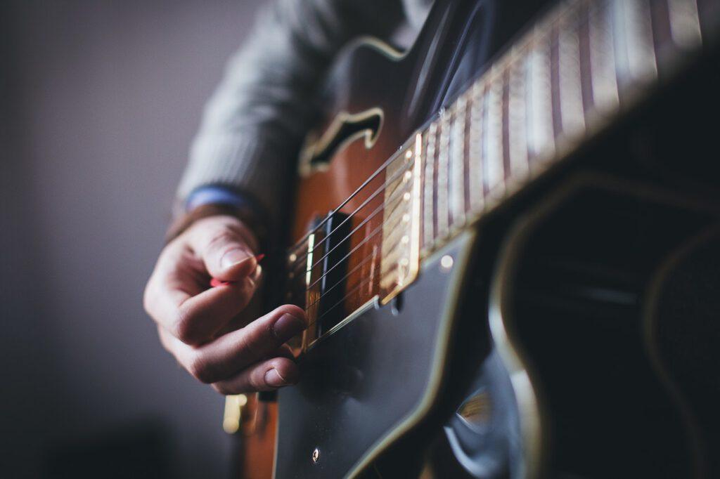 hoe leer ik gitaar spelen